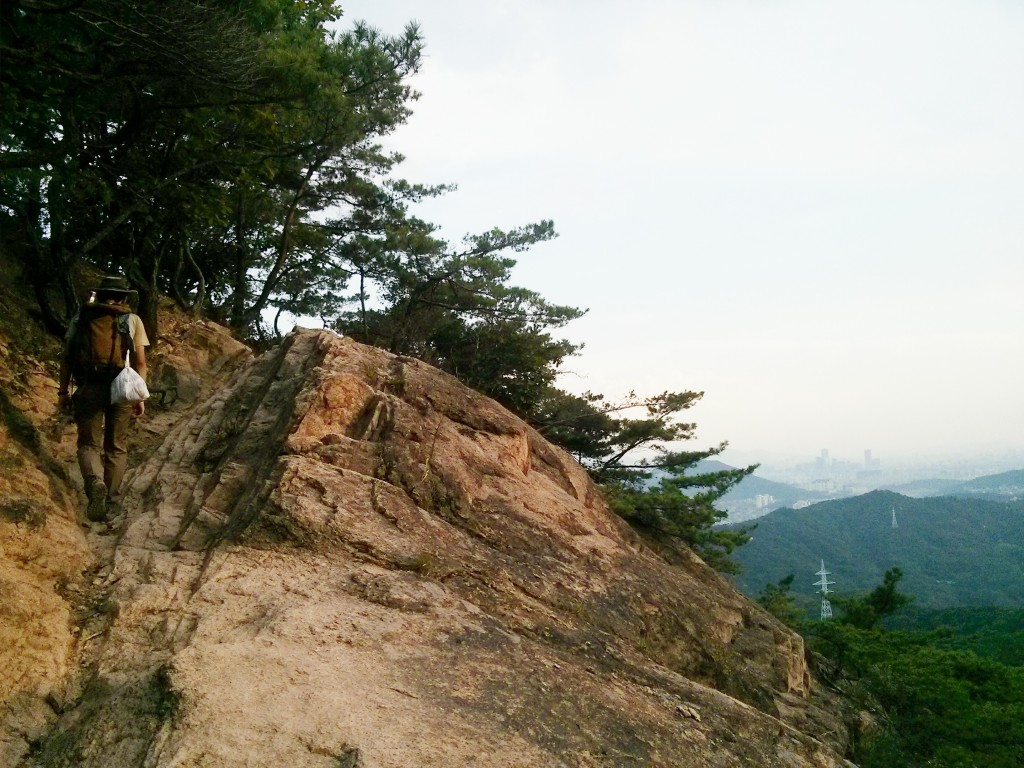 Image of side of mountain with Jingwansa